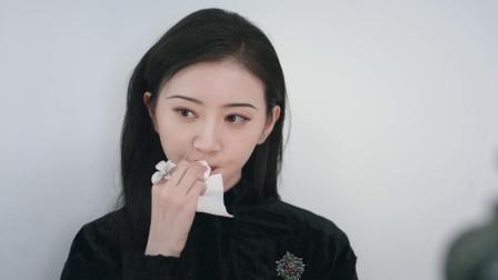 司藤:景甜拍证件照,不能戴首饰还得卸妆,看表情就知道她很生气