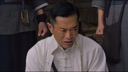 危城:曹少璘人,吴京带人来救他,说出身份后村民都害怕
