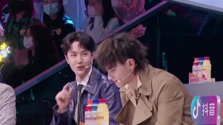 《上线吧!华彩少年》节目中,王一博因为不会豫剧,被小香玉安排了一份作业
