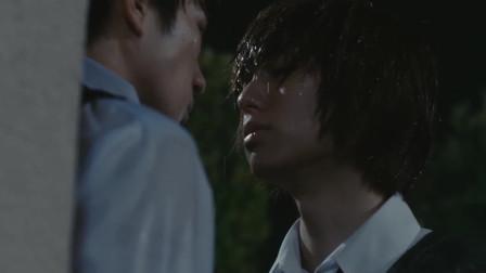 蜜桃女孩:在雨中冈安紧紧的抱住了小桃