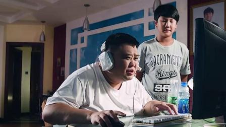 两父子抢电脑玩游戏,场面太搞笑了