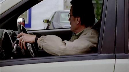绝命毒师 :敢抢我老白车位,瞧我这暴脾气!