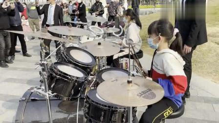 小鼓手妞妞,园园在深圳户外架子鼓演奏