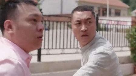 王木生和大个儿为了小爽,在培训室门口,小双发火了