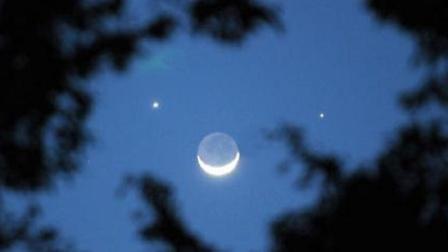 罕见天象!日出前夕天空上演双星伴月,土木双星和残月组歪嘴笑脸