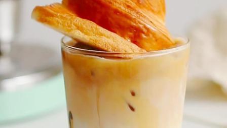【牛角脏脏拿铁】超有食欲的创意咖啡,面包和咖啡都要有