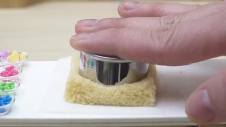 看看国外牛人,怎么用微型厨具,做一个迷你水果蛋糕