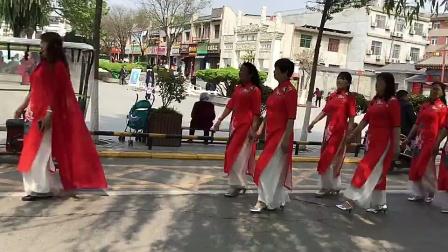 西安市鄠邑区金太阳舞蹈总会百人旗袍秀排练中