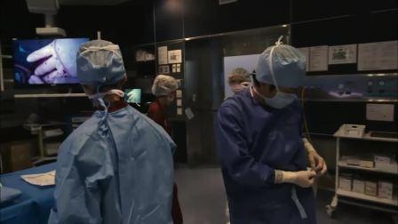 黑色止血钳:这么危机的时候,眼镜医生还在跟别人吵闹
