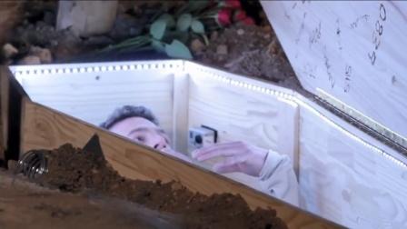 国外恐怖片真人挑战,男子被关棺材活埋,往里倒的东西让他绝望