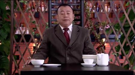 精豆儿:大叔吃面真是神速,区区五分钟吃了四大碗面条,竟还喝了一整壶的茶水!