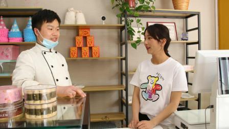 蛋糕店老板同意小雪在店里卖饼,小雪很高兴,要请蛋糕师吃饭