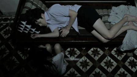 睡觉的时候,旁边蹲着一个人。你害怕吗?高分恐怖剧《鬼校亡友》系列之《美丽背后的恐惧》