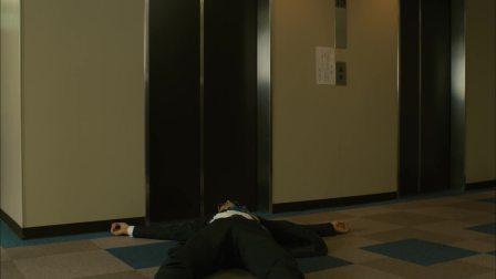 小花的味噌汤:男人居然躺在电梯门口