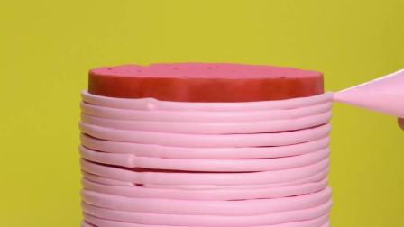 手工做粉色系冰淇淋奶油蛋糕