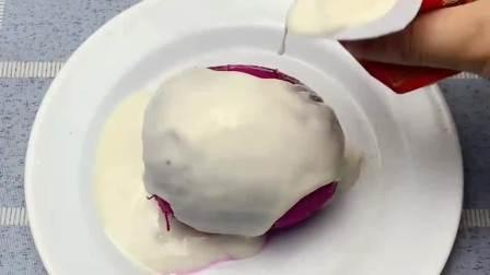 一个火龙果可以让你吃出完美身材,代替晚餐淋上酸奶食用即可