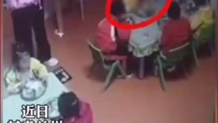 #兰州 城关区一托护点一幼童吃饭时被呛致,看护老师在一旁玩手机久未发觉