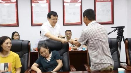 """郴州市到任1个月的市,为8名农民工""""讨工资"""""""