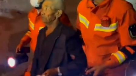云南漾濞6.4级地震  消防救援人员连夜施救