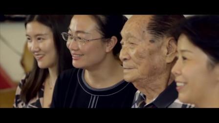 袁隆平和三个儿媳照相,儿媳妇眼中的父亲,民主开明从不催生