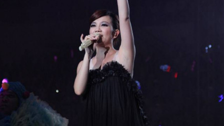 情歌天后梁静茹终于开嗓了, 一曲《宁夏》勾起了无数80.90的青春回忆!