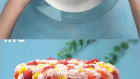 烘焙蛋糕:被鲜花包围的小女孩