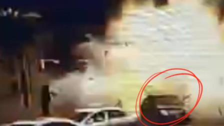 15伤! #辽宁阜新一辆两轮机动车行驶中突然 ,驾驶人当场