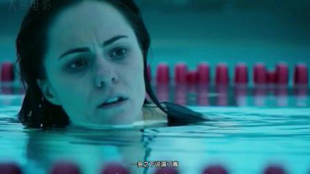 一部看完感到窒息的电影,两姐妹被困泳池深水区,保洁员却趁火打劫