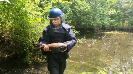 安徽铜陵村民捞虾时发现迫击炮弹,紧急到场转移物