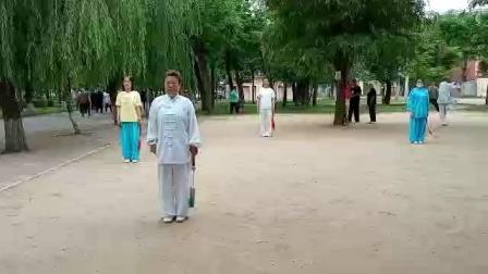 辛丑端午——常丽琴(陈式尊古太极第十三代传人)与拳友们晨练武当丹剑