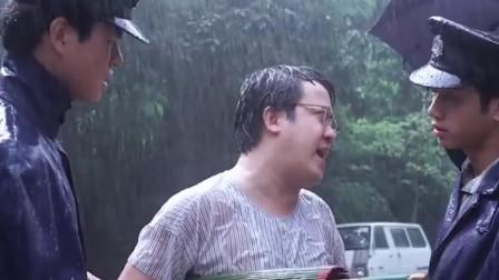 小子,下着雨你带伞不打伞,你很拽哦