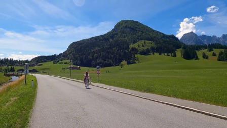 骑自行车最厉害的女孩