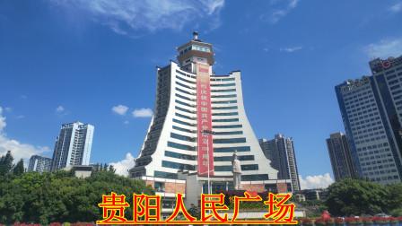"""贵阳人民广场文革时叫""""春雷广场"""",广场上塑有毛泽东的巨型雕像。"""