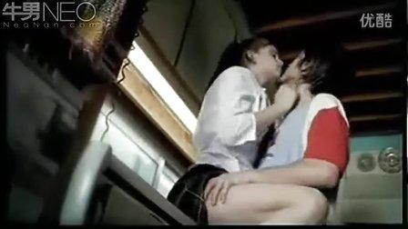 【搞笑视频O】爱爱被父亲看到,避孕套当口香糖  高清