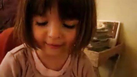 可爱的法国小女孩讲童话故事