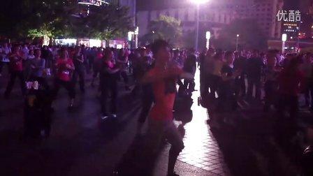 重庆江北区观音桥坝坝舞里面最给力的一个领舞