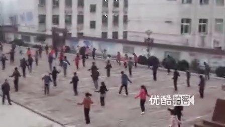 【拍客】实拍中学生课间操跳绳大赛