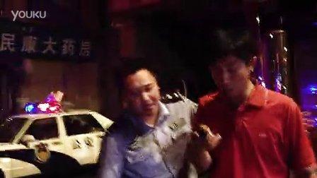 手机拍客湖南经视记者采访旺旺大火遭保安抢手机