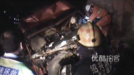 【拍客】货车遭惨烈撞击驾驶室被挤扁驾驶员侥幸生还