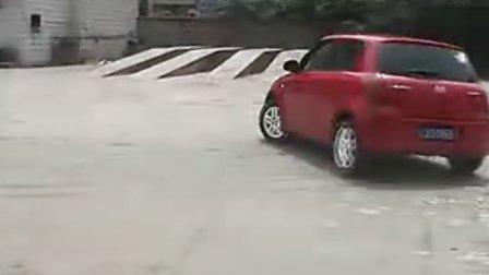 超酷,雨燕甩尾视频