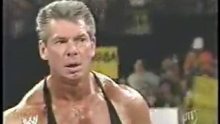 WWE文斯与霍克霍肯的掰手腕比赛,老霍反被暗算。