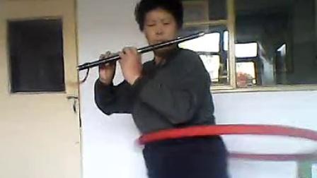 转圈吹笛子,66岁秋丰、