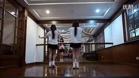 小苹果MV—台湾可爱美女双胞胎版,歌曲搞笑 鬼步舞街舞教学视频