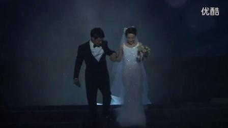 周迅结婚啦!周迅晚会现场举行婚礼 和老公高圣远幸福热吻!
