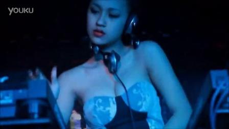 越南第一美女dj - Tit - 胸脯在音乐中颤抖(陈氏水仙)