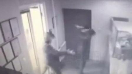 保安隐藏枪击,抢匪无的放枪一人中弹