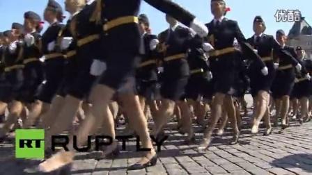俄罗斯女警步入红场_高清