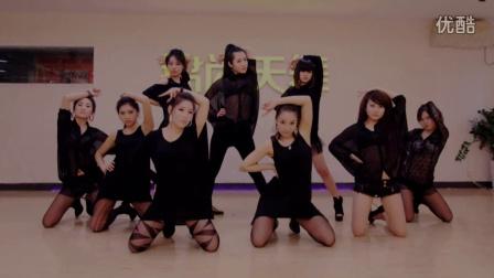 《黑色系领舞秀》