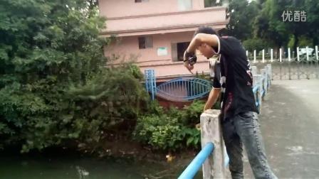 怎样用鱼镖打鱼射鱼 弹弓射鱼镖教程全过程