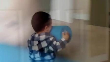 周岁萌宝爱健身,举重跑步是冠军。篮球足球皆爱好,看完视频信为真。